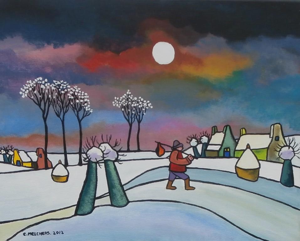 Wandelaar door sneeuwdorp